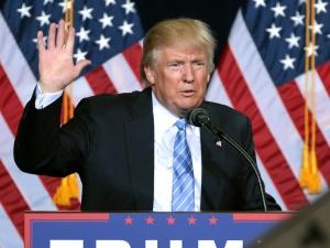 Trump poucza administrację Bidena : Najpierw zabierasz wszystkich obywateli USA...
