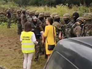 Zaskakujące nagrania z granicy polsko-białoruskiej.Jachira… legitymuje polskich funkcjonariuszy [WIDEO]