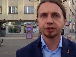 Europoseł opozycji zmienia zdanie ws. imigrantów po stanowisku Tuska? Internauci zwracają uwagę na wpisypolityka