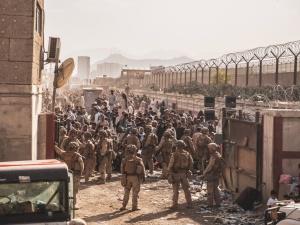 Prezydent Biden przedłuży ewakuację z Kabulu? Nowe doniesienia CNN