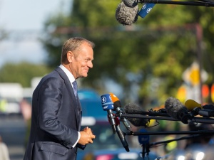 Budka zapowiedział oświadczenie Tuska, konferencji jednak nie będzie. Co ze stanowiskiem byłego premiera?