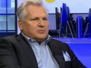 """""""Politycznie rząd działa słusznie, humanitarnie…"""". Kwaśniewski zapytany o sytuację na granicy z Białorusią"""