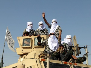 [VIDEO] Pojazdy opancerzone, śmigłowce bojowe. Talibowie zorganizowali w Kandaharze... defiladę z amerykańskim sprzętem