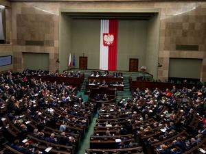 Sondaż: Zjednoczona Prawica zbliża się do 40%. Partia Hołowni z dużym spadkiem