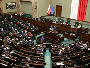 [SONDAŻ] PiS na czele, opozycja daleko w tyle, Porozumienie Gowina - 1 proc. poparcia