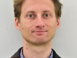 Małe sprostowanie. Franek Sterczewski reaguje na doniesienia o dywaniku u Tuska