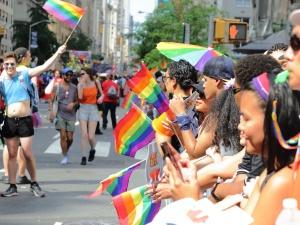 Małżeństwa jednopłciowe i związki partnerskie uznawane w całej Unii? Europarlament przyjął rezolucję