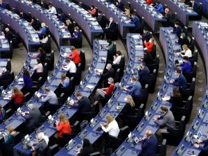Europarlament przyjął rezolucję uderzającą w Polskę. Jak głosowali polscy europosłowie?