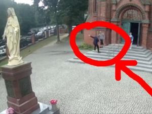 [VIDEO] Jest kolejne nagranie ze Szczecina. Tak napastnik bił księdza