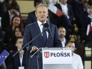 Właśnie wyrzucił Jachirę, Sterczewskiego, Nitrasa i naubliżał GW i TVN. Gorące komentarze po przemówieniu Tuska