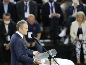 Rzecznik PiS o propozycji Tuska ws. konstytucji: Władze PiS zajmą się tematem