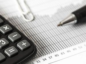 Na przyszły rok rząd zakłada deficyt poniżej 31 mld zł, a dług publiczny - 56,5 proc. PKB