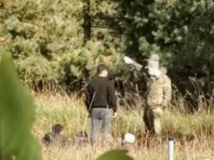 [video] Tak białoruscy pogranicznicy instruują migrantów jak przekroczyć nielegalnie granicę. SG publikuje nagranie
