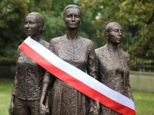 Chwała bohaterskim warszawiankom! W stolicy odsłonięto pomnik poświęcony kobietom Powstania