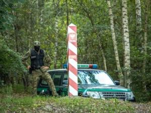 Straż Graniczna: Kolejna ciężka noc ciężkiej służby przed nami. Wczoraj białoruski pogranicznik...