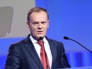 """""""Tylko razem możemy ich zatrzymać"""". Tusk wzywa do protestów i podaje datę"""