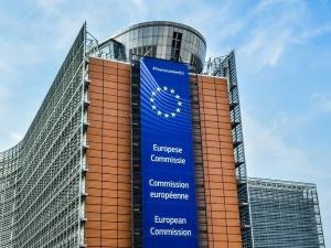 Nie ma takiego słowa 'pierszeństwo'. Komisja Europejska ośmiesza się na Twitterze