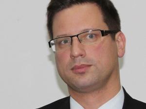 Szef kancelarii Victora Orbana: w Europie próbuje się fałszywie tłumaczyć decyzję polskiego TK