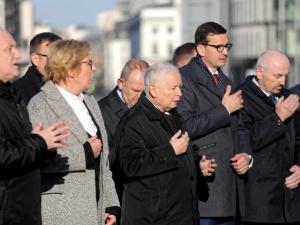 Warszawa: Politycy PiS uczcili pamięć ofiar katastrofy smoleńskiej
