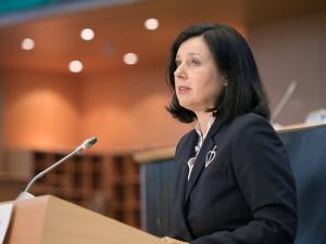 Komisarz Jurova w amoku. Unia Europejska zacznie się rozpadać, jeśli nie zakwestionuje orzeczenia polskiego TK