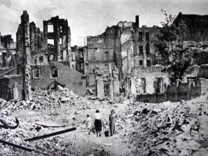 """""""800 mld euro do zapłaty"""". Niemiecki historyk wprost o reparacjach dla Polski"""