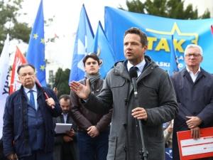 Z. Kuźmiuk: Trzaskowski za duże samorządowe pieniądze wprowadza w błąd swoich mieszkańców