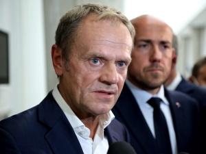 """""""Czy Tusk naciskał na opóźnienie polskiego KPO?"""". Europoseł PiS składa interpelacjędo KE"""