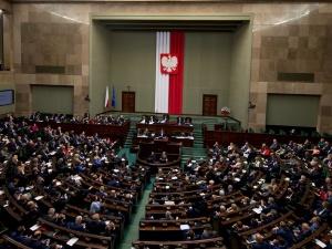 Sondaż: Pięć partii w Sejmie. Spada poparcie dla Konfederacji. PSL poza Sejmem