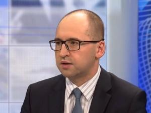 Adam Bielan czeka na raport PIP ws. przestrzegania prawa pracy przez francuskie koncerny w Polsce