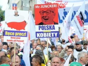 Ręce precz od Polski - Solidarność protestowała przeciwko ingerencji Komisji Europejskiej [GALERIA ZDJĘĆ]