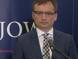 Kilkaset tysięcy złotych za zniszczenie Zbigniewa Ziobry