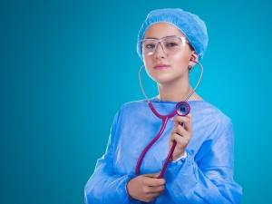 Minimalne wynagrodzenie dla pracowników medycznych - od 16 września nowe przepisy