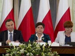 Premier Beata Szydło: Rząd wsłuchuje się w głos obywateli