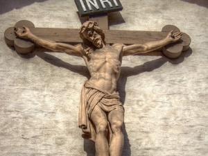 """""""Pokaż swój krzyż"""". Francuzi i Polacy w internecie razem w obronie krzyża na pomniku św. Jana Pawła II"""