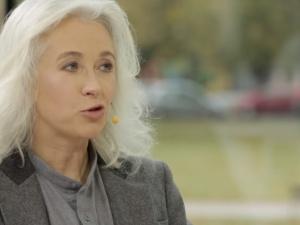 Manuela Gretkowska porównuje naszą dziennikarkę do jaskiniowca, bo ośmieliła się skrytykować Timmermansa