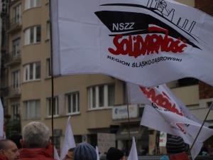 """""""Od lewa do prawa - wspólna sprawa"""". Relacja z manifestacji przeciwko CETA"""