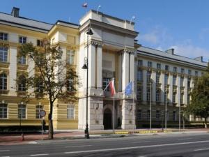 Centrum Informacyjne Rządu dementuje #fakenews: Ministrowie NIE DOSTANĄ odpraw