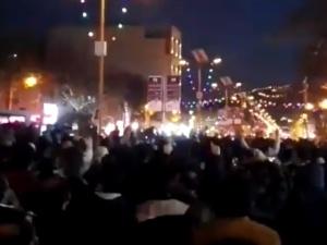 [video] Rozruchy w Iranie. Zablokowane telefony i internet. Wojciech Szewko: Scenariusz powstania w Syrii