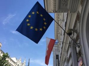 """Europejski tygodnik """"New Europe"""" pisze o deklaracji Victora Orbana o poparciu dla Polski w sporze z KE"""