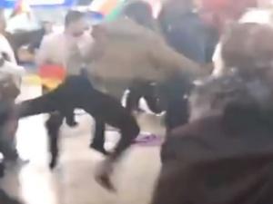[VIDEO] Bójka między Turkami i Kurdami na lotnisku w Niemczech