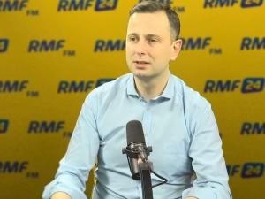 """[video] Mazurek do Kosiniaka-Kamysza: """"W ilu gminach PSL dał ludziom darmowy internet?"""""""