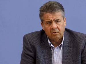 """Sigmar Gabriel zapewnia, że Niemcy będą potępiać """"polskie obozy koncentracyjne"""". G. Grabowska komentuje"""