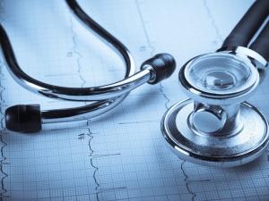 Nawet 80 godzin nieprzerwanej pracy lekarzy ujawniły kontrole PIP