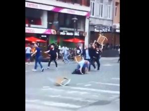 Uwaga brutalne - mężczyźni pobici przez Muzułmanów za picie alkoholu w... Antwerpii