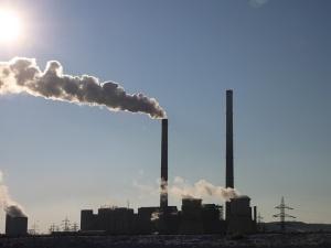 Kto emituje najwięcej CO2? To wcale nie Polska...