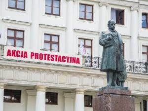 Pracownicy Opery protestują