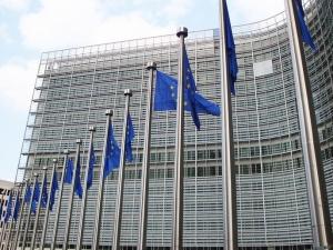 Spór o imigrantów w Unii Europejskiej. Macron chce sankcji. Merkel dwu- i trójstronnych rozmów