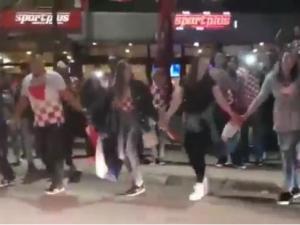 [video] Bajeczna radość Chorwatów po wygranym meczu. Tańczy wspólnie cała ulica