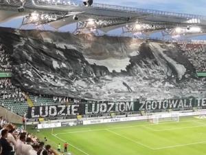 [video] Ruiny Warszawy - niezwykła oprawa meczu przygotowana przez kibiców