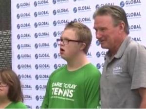 Słynny Jimmy Connors prowadzi obóz tenisowy dla osób z Zespołem Downa: Radość jest spektakularna